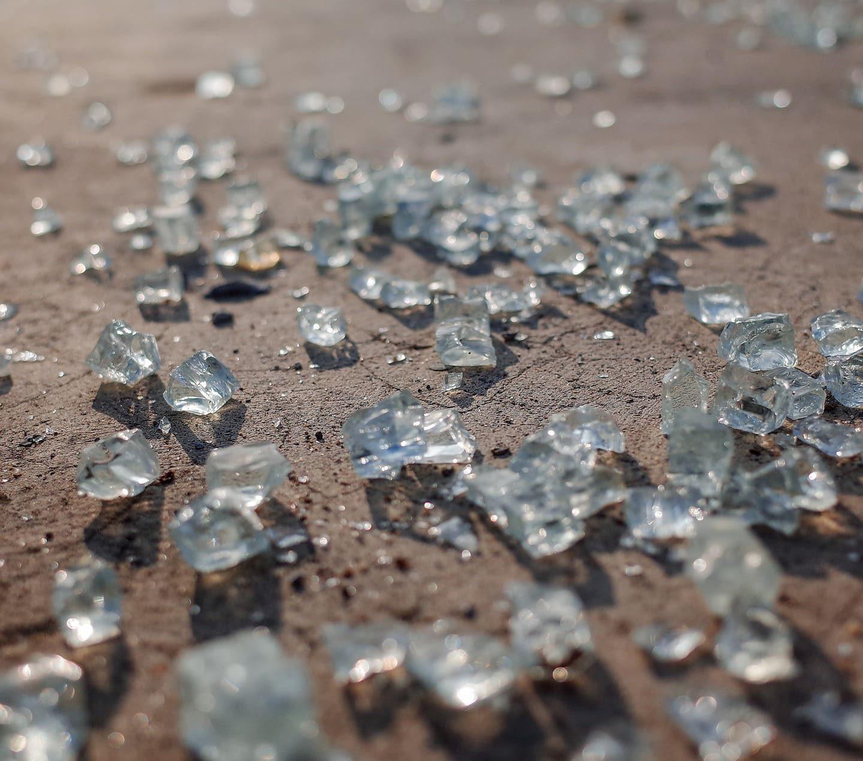 Звук от счупени стъкла